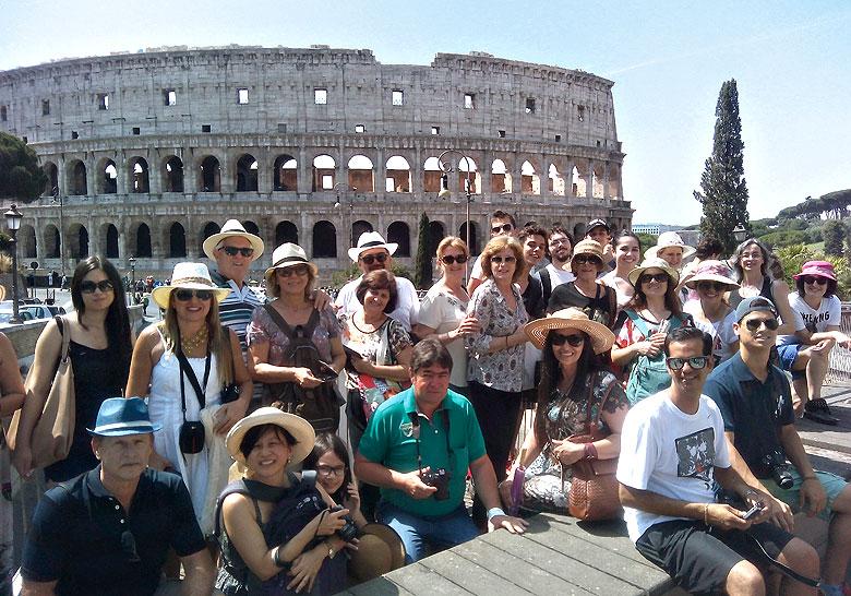 Gruppo in visita al Colosseo - Roma